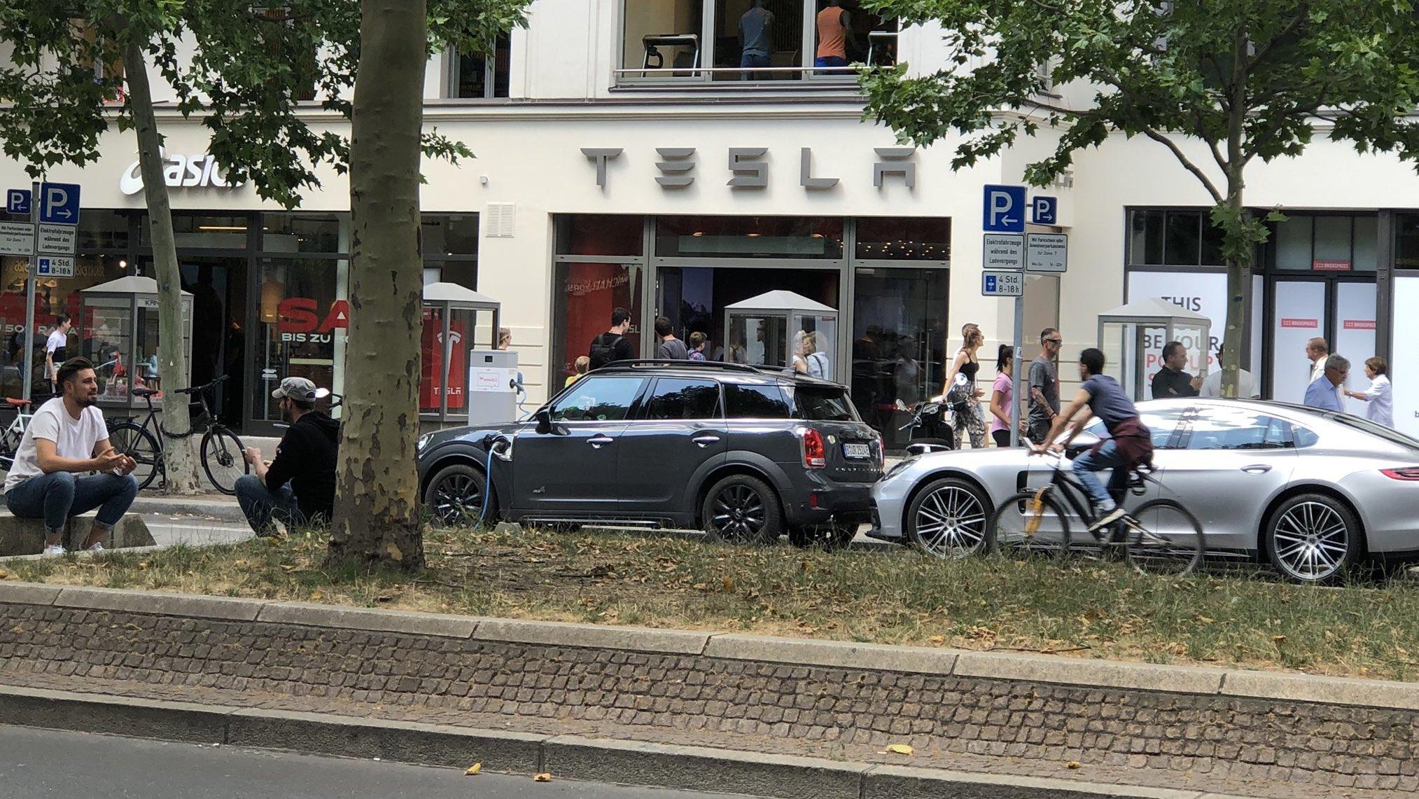 tesla-showroom-berlin