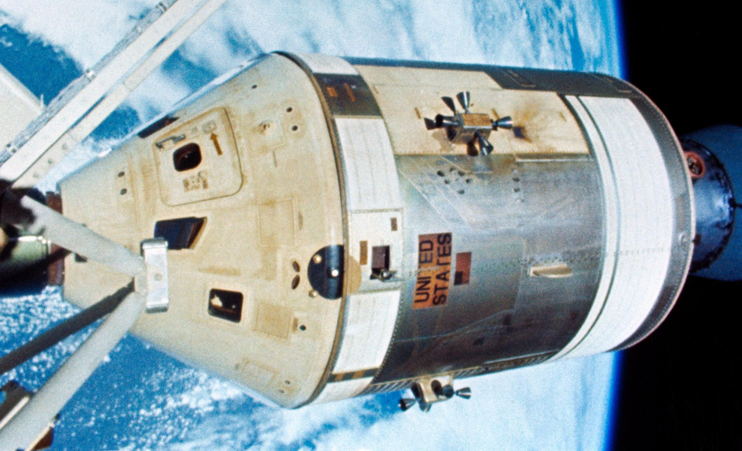 Skylab-4 EVA CSM view 020374 (NASA) 1 (c)
