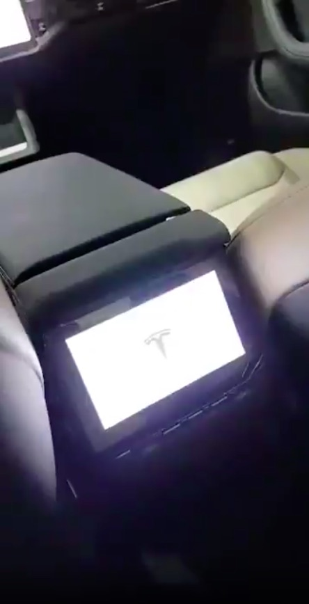 tesla-model-s-refresh-rear-seat-touchscreen