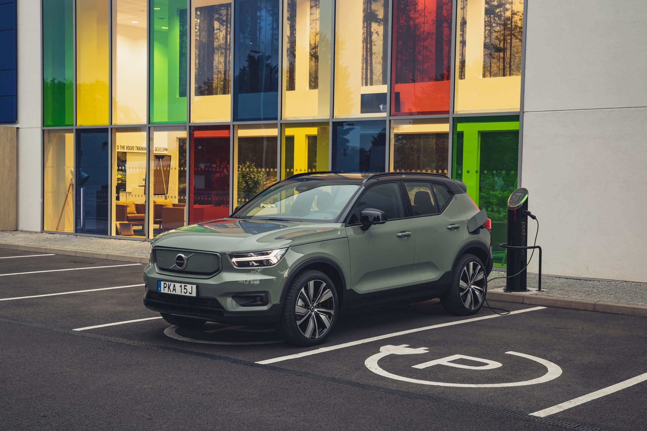 XC40 Recharge Pure Electric P8 Sage Green – exterior static