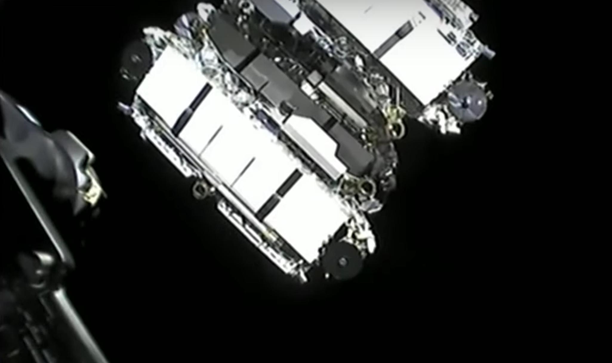 Starlink-20 Falcon 9 B1058 LC-40 031121 webcast (SpaceX) deploy 6 crop