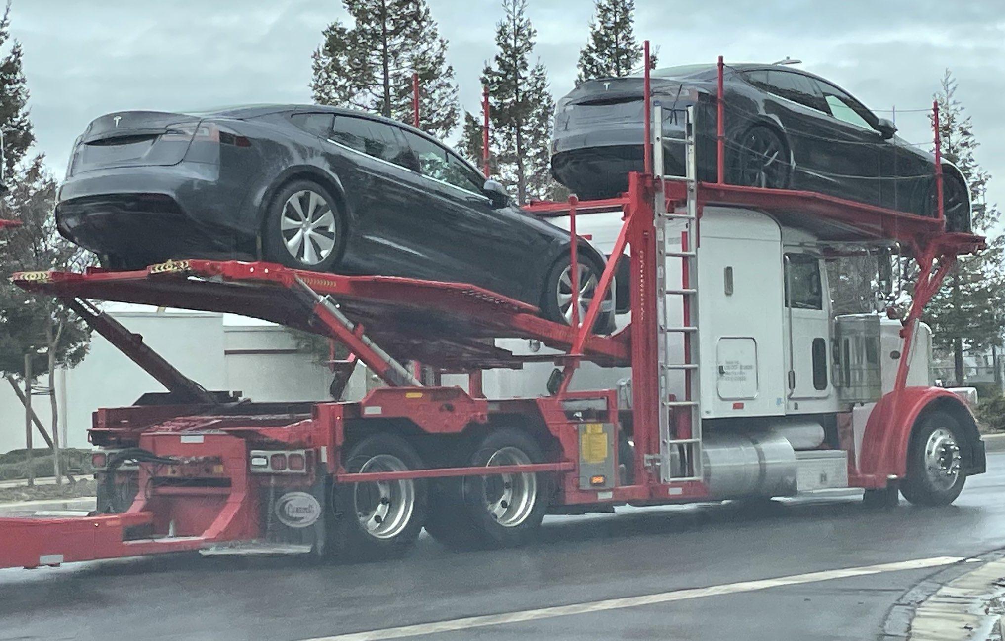 tesla-model-s-plaid-delivery