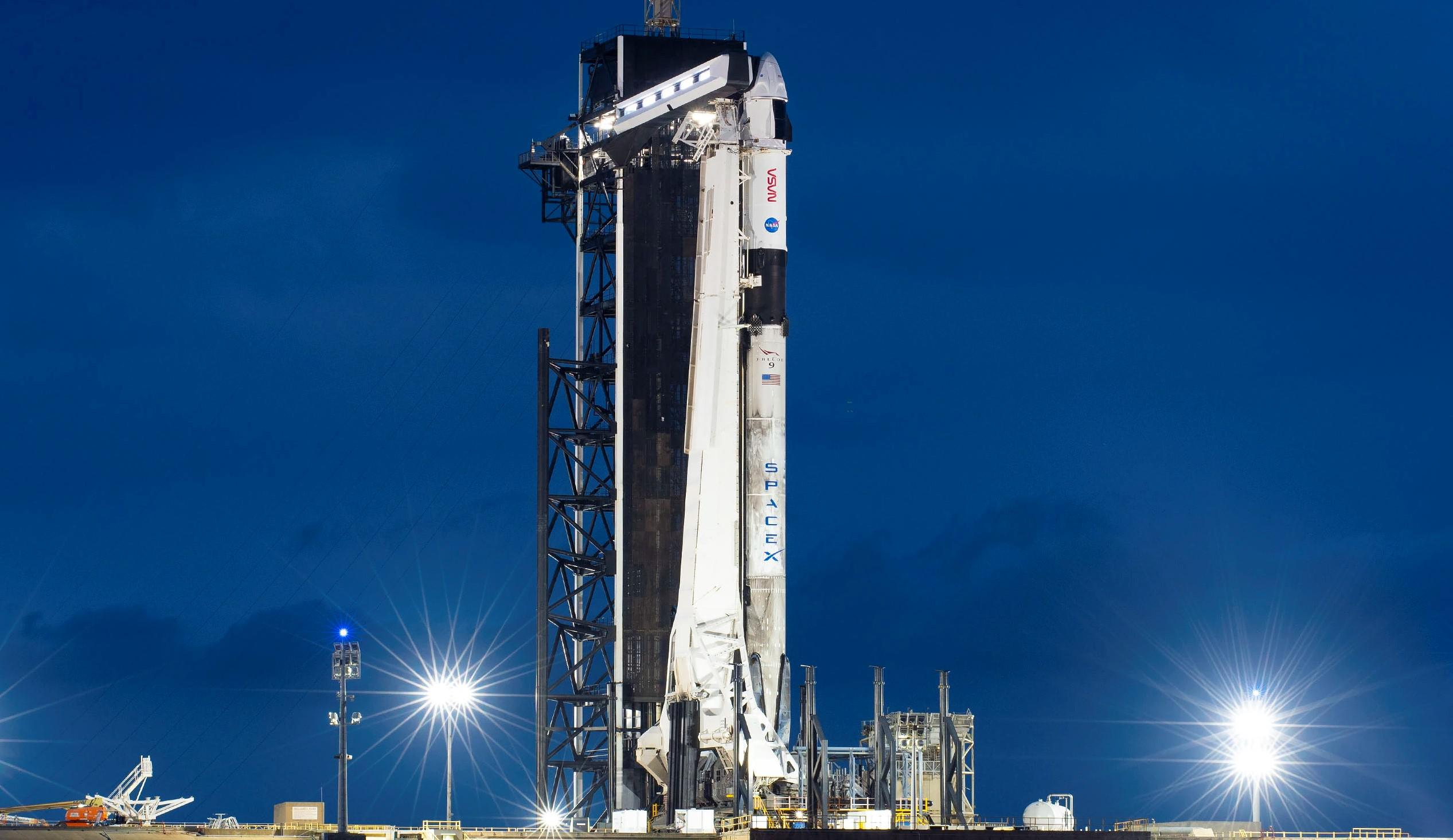 Crew-2 Crew Dragon C206 Falcon 9 B1061 39A 041621 (SpaceX) vertical 2 crop (c)