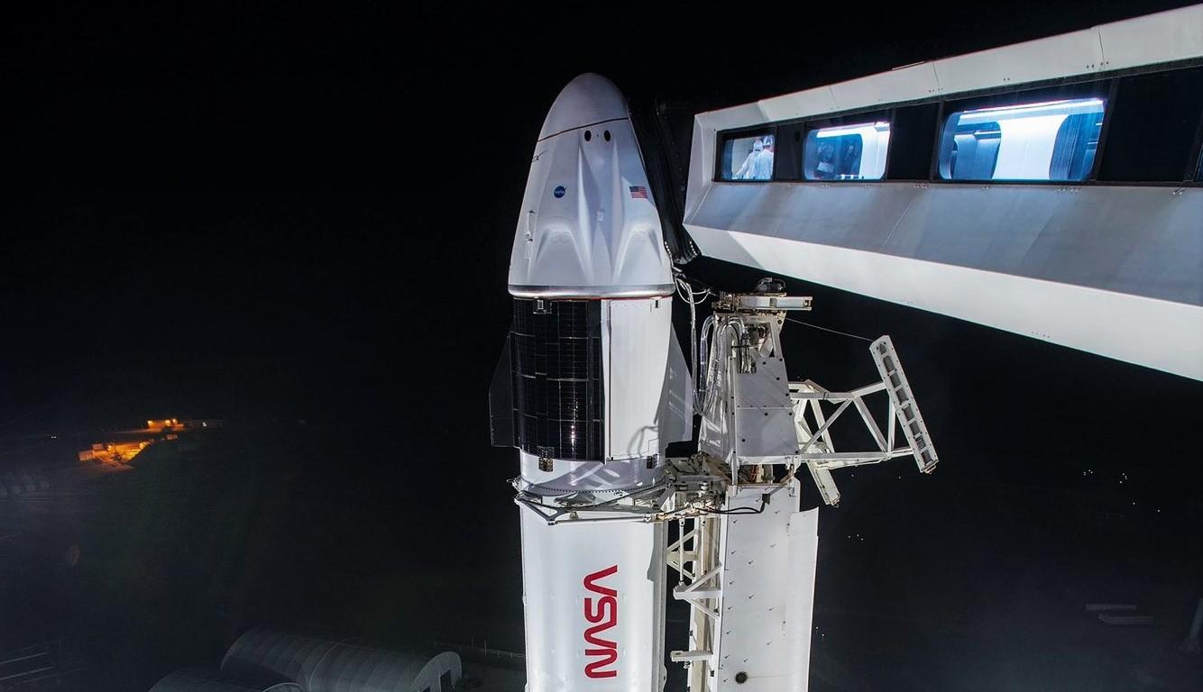 Crew-2 Crew Dragon C206 Falcon 9 B1061 39A 041621 (SpaceX) vertical 3 crop
