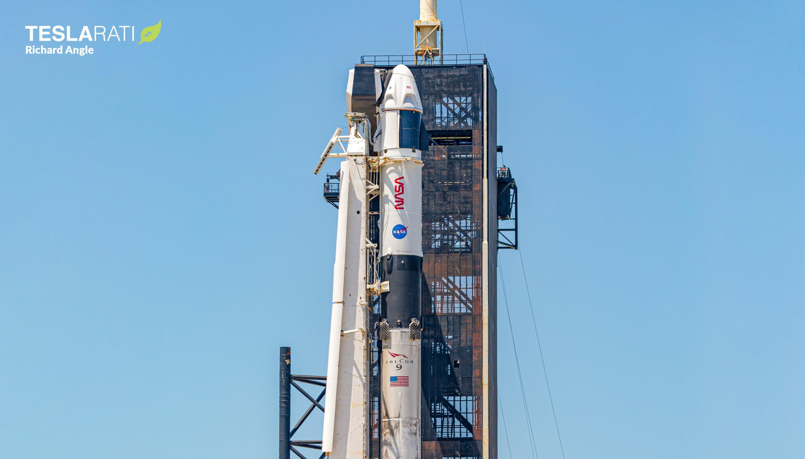 Crew-2 Crew Dragon C206 Falcon 9 B1061 39A 042221 (Richard Angle) 5 crop 2 (c)