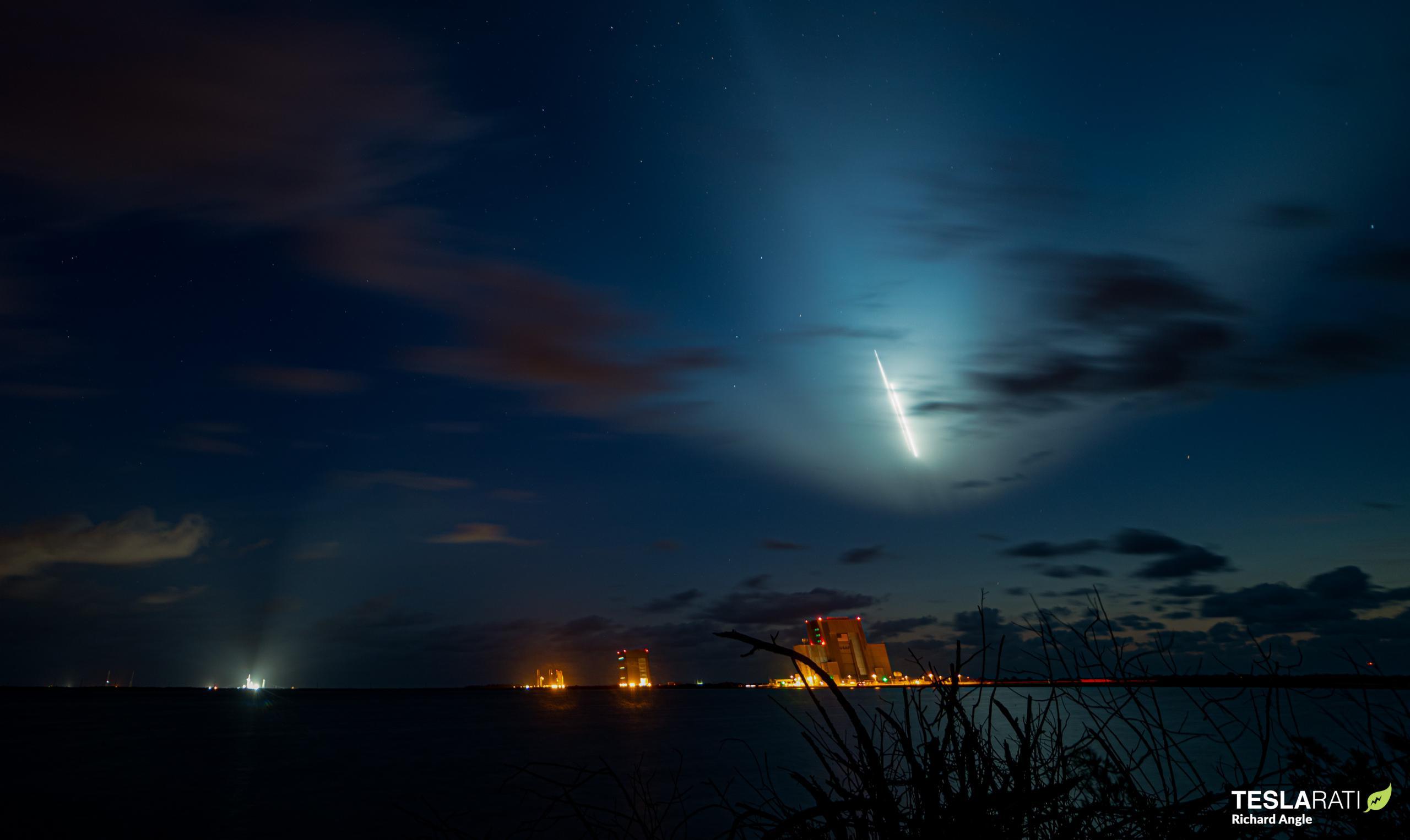 Crew-2 Crew Dragon C206 Falcon 9 B1061 39A 042321 (Richard Angle) streak 2 crop (c)