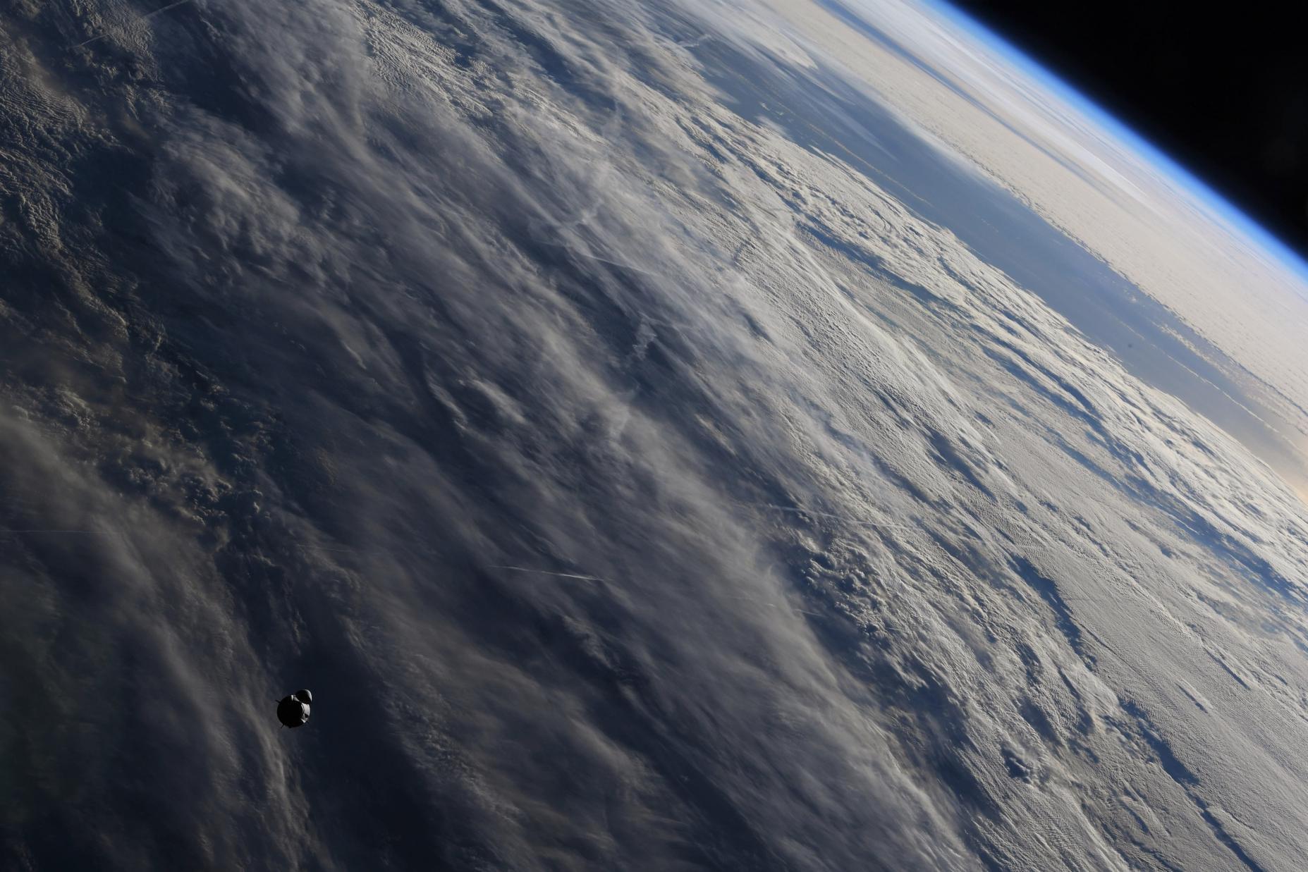 Crew-2 Crew Dragon C206 orbit ops 042421 (NASA) ISS arrival 2 (c)