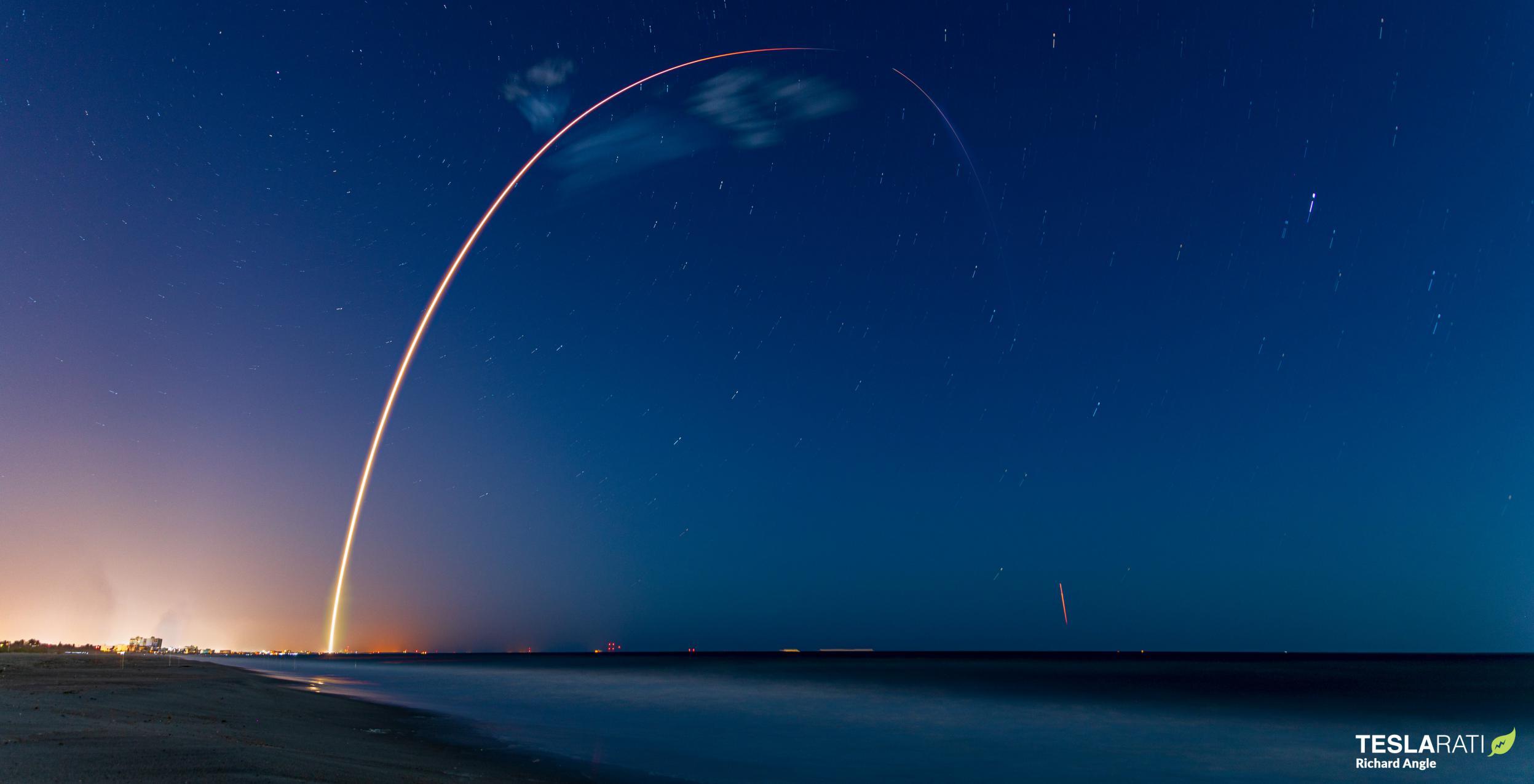 Starlink-24 Falcon 9 B1060 LC-40 042821 (Richard Angle) streak 1 crop (c)