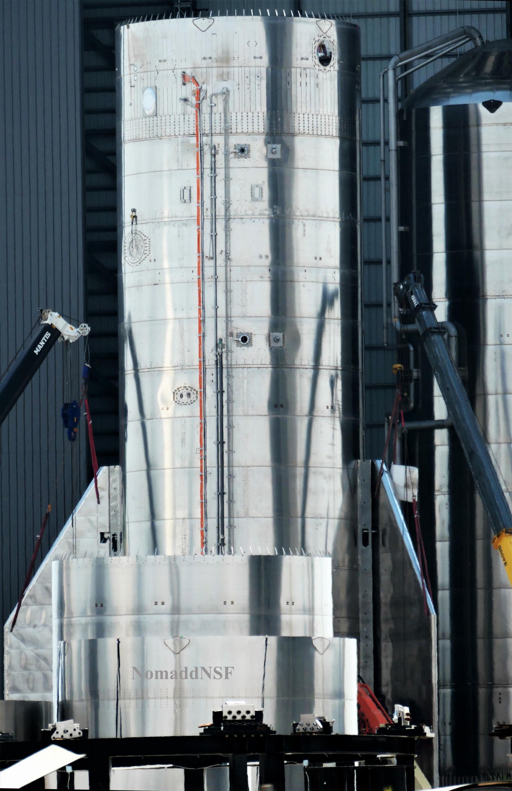 Starship Boca Chica 033121 (NASASpaceflight – Nomadd) SN15 aft flap install + GSE 1 1 edit (c)