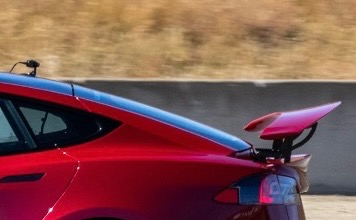 Tesla Model S Plaid rear wing spotted track testing at Laguna Seca Raceway (May 14 2021, Credit: The Kilowatts)