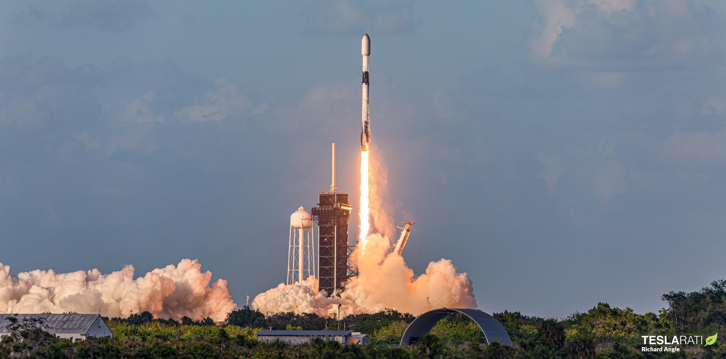 Starlink-26 Falcon 9 B1058 39A 051521 (Richard Angle) 1 crop (c)