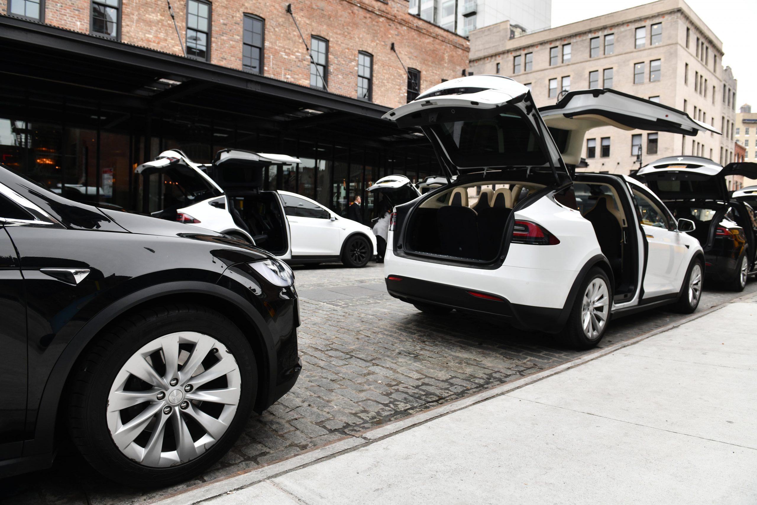 Tesla-model-x-taxi