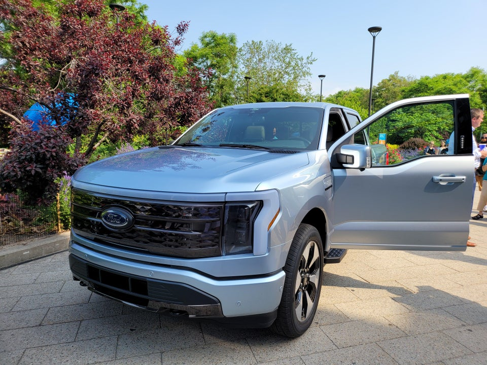 ford-f150-lightning-front