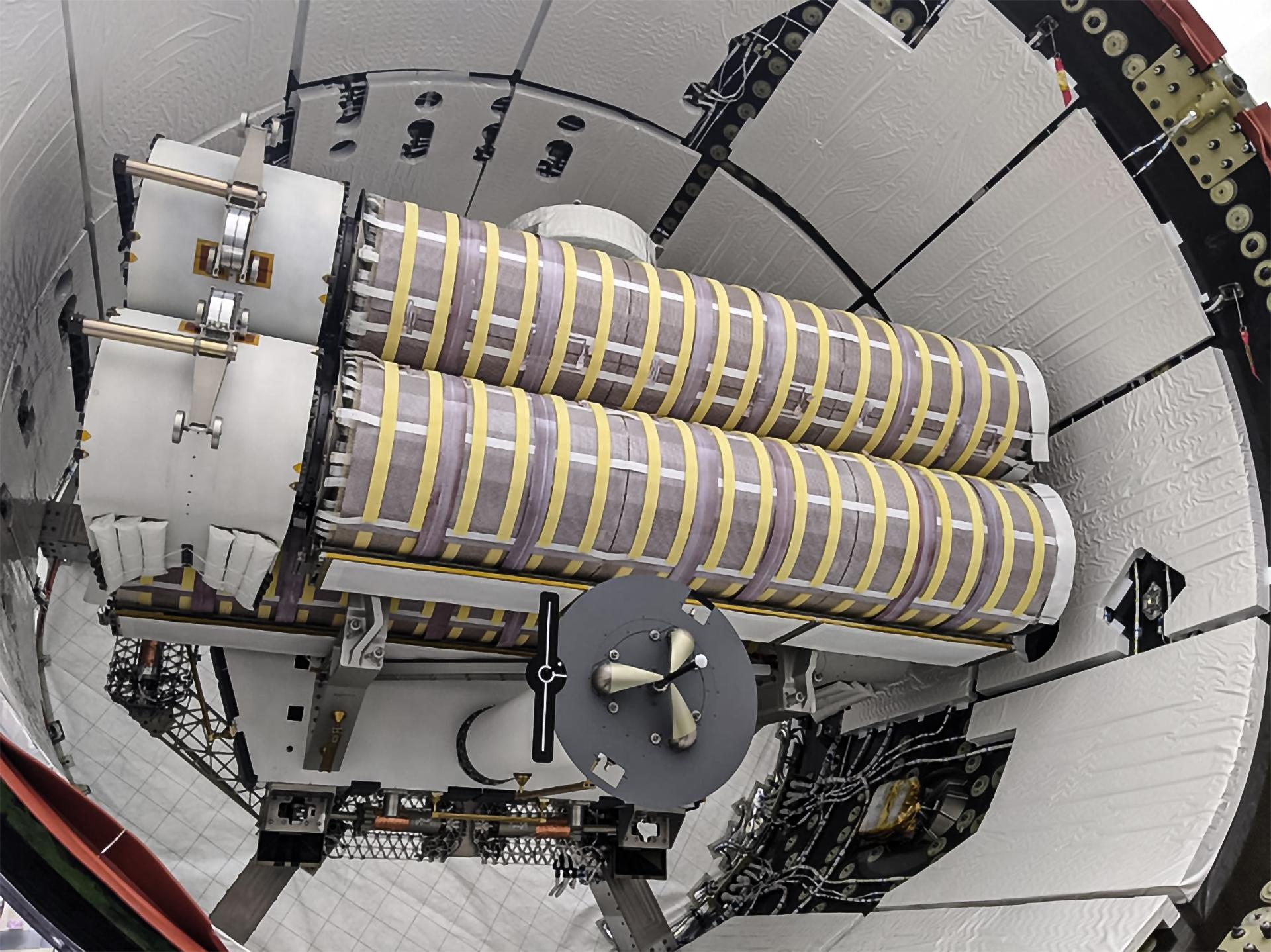 CRS-22 Cargo Dragon C209 iROSA solar array trunk install 052021 (SpaceX) 1