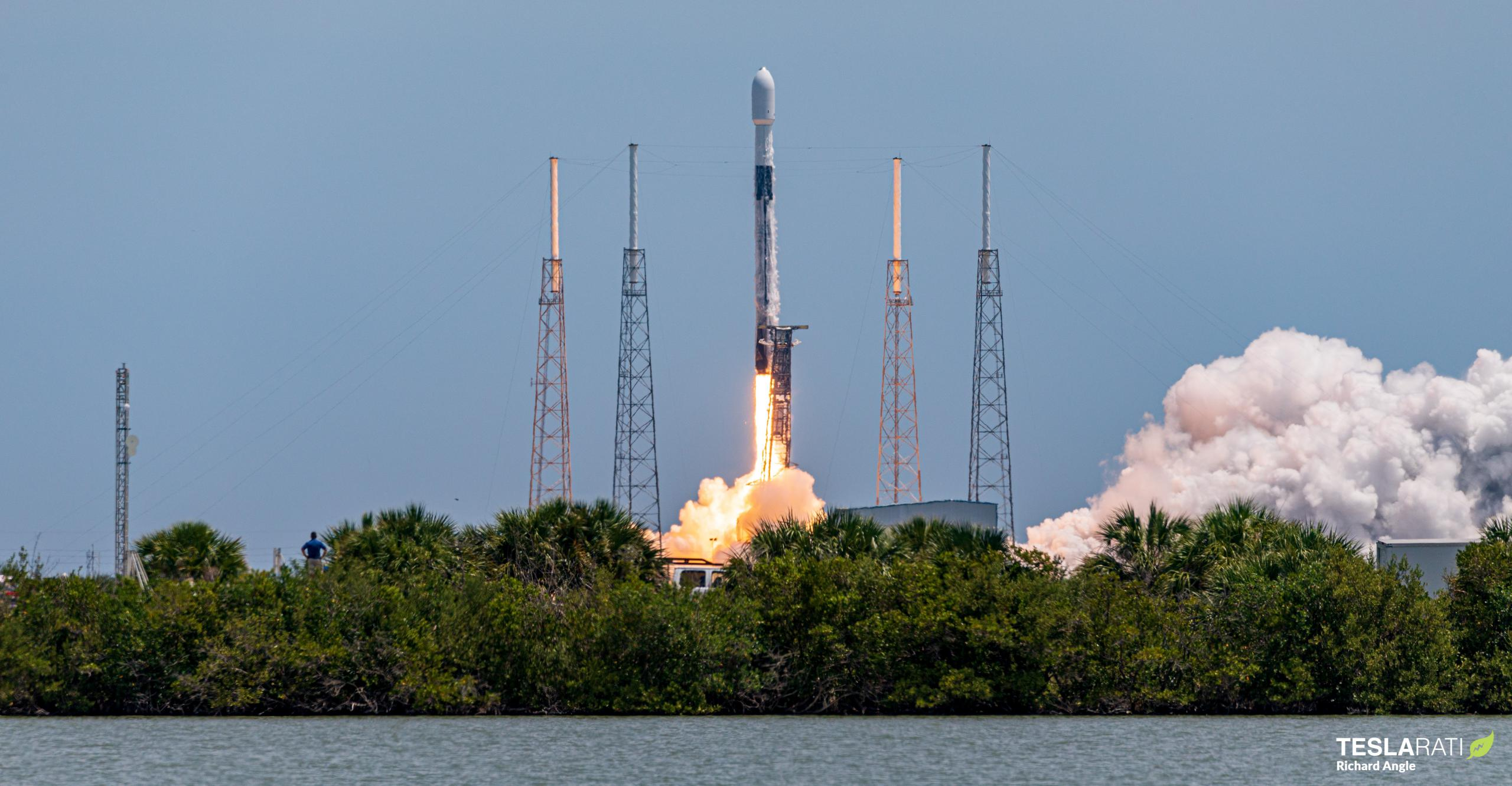 GPS III SV05 Falcon 9 B1062 LC40 061721 (Richard Angle) launch 3 crop (c)
