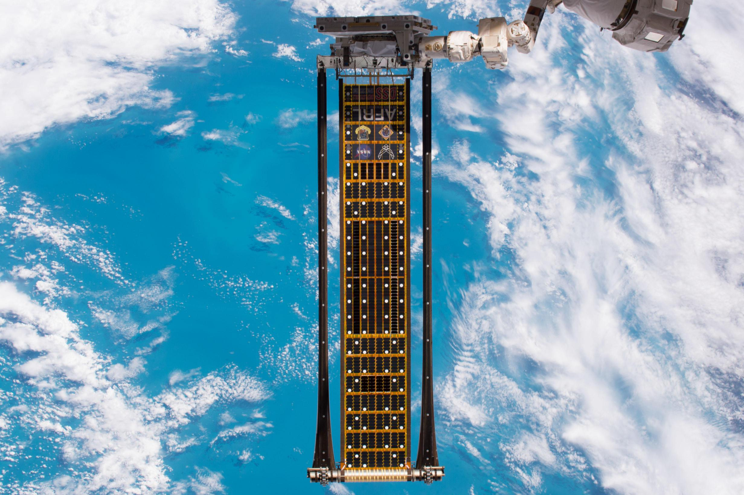 ISS-52_Roll_Out_Solar_Array_(ROSA)_(4) (c)