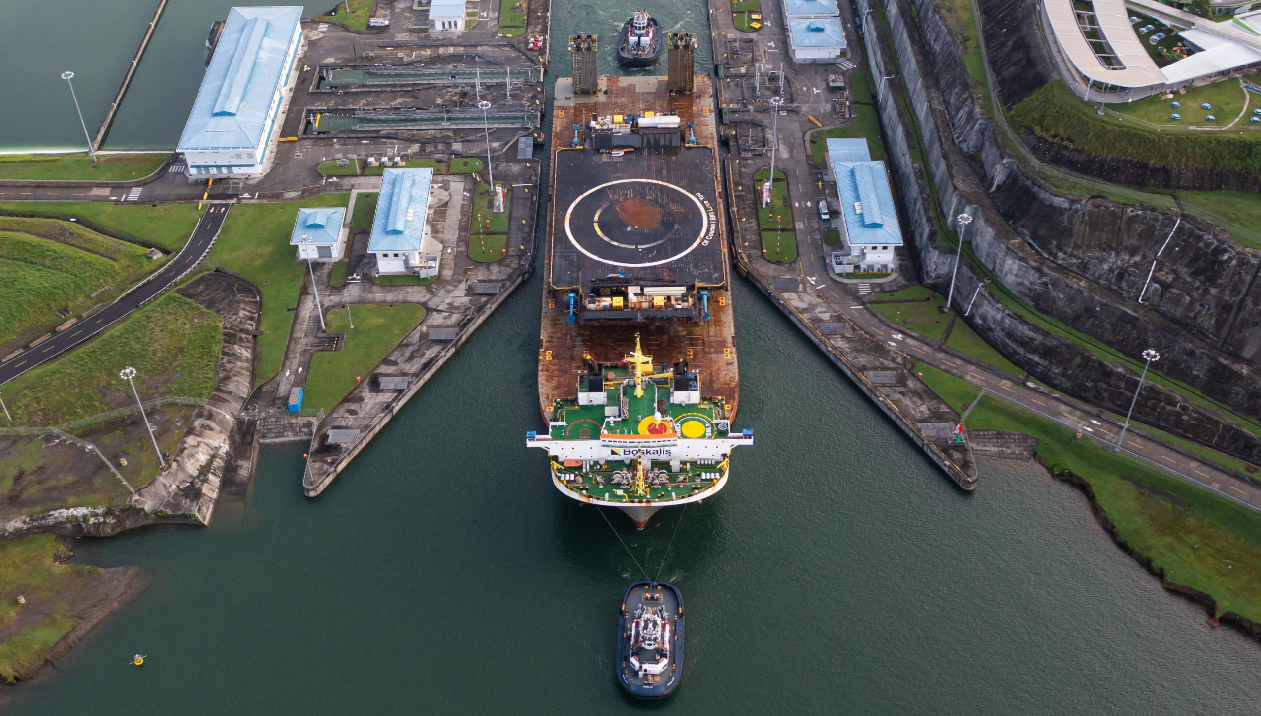 drone ship OCISLY canal transit 062521 (@ThePanamaCanal) 5 crop (c)