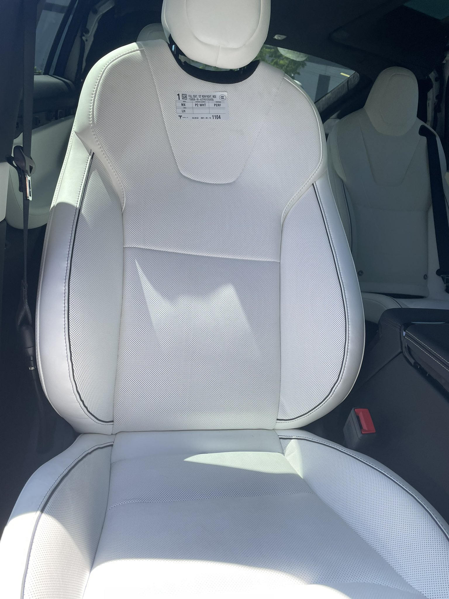 model-x-plaid-passenger-seat