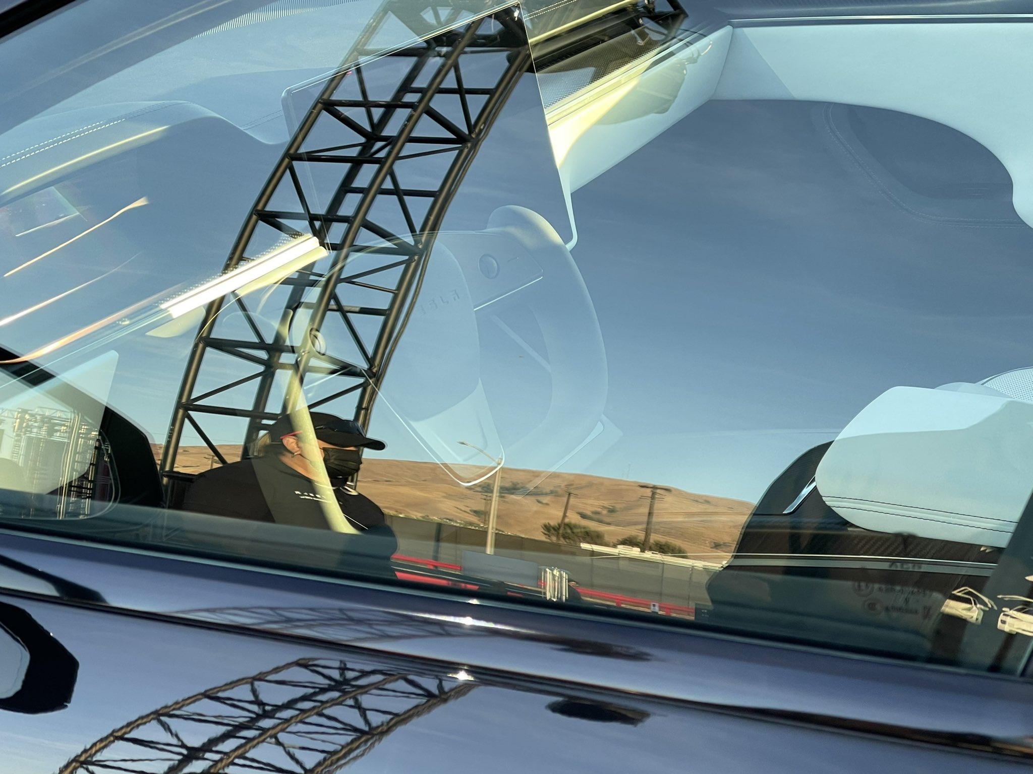 tesla-model-s-plaid-yoke-steering-wheel-ridges