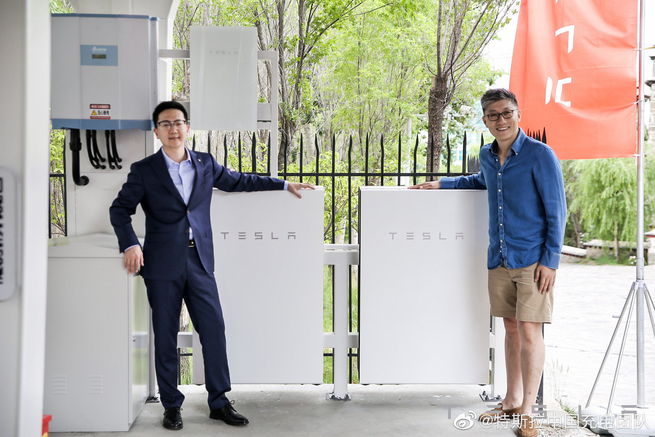 tesla-solar-supercharger-lhasa-powerwall