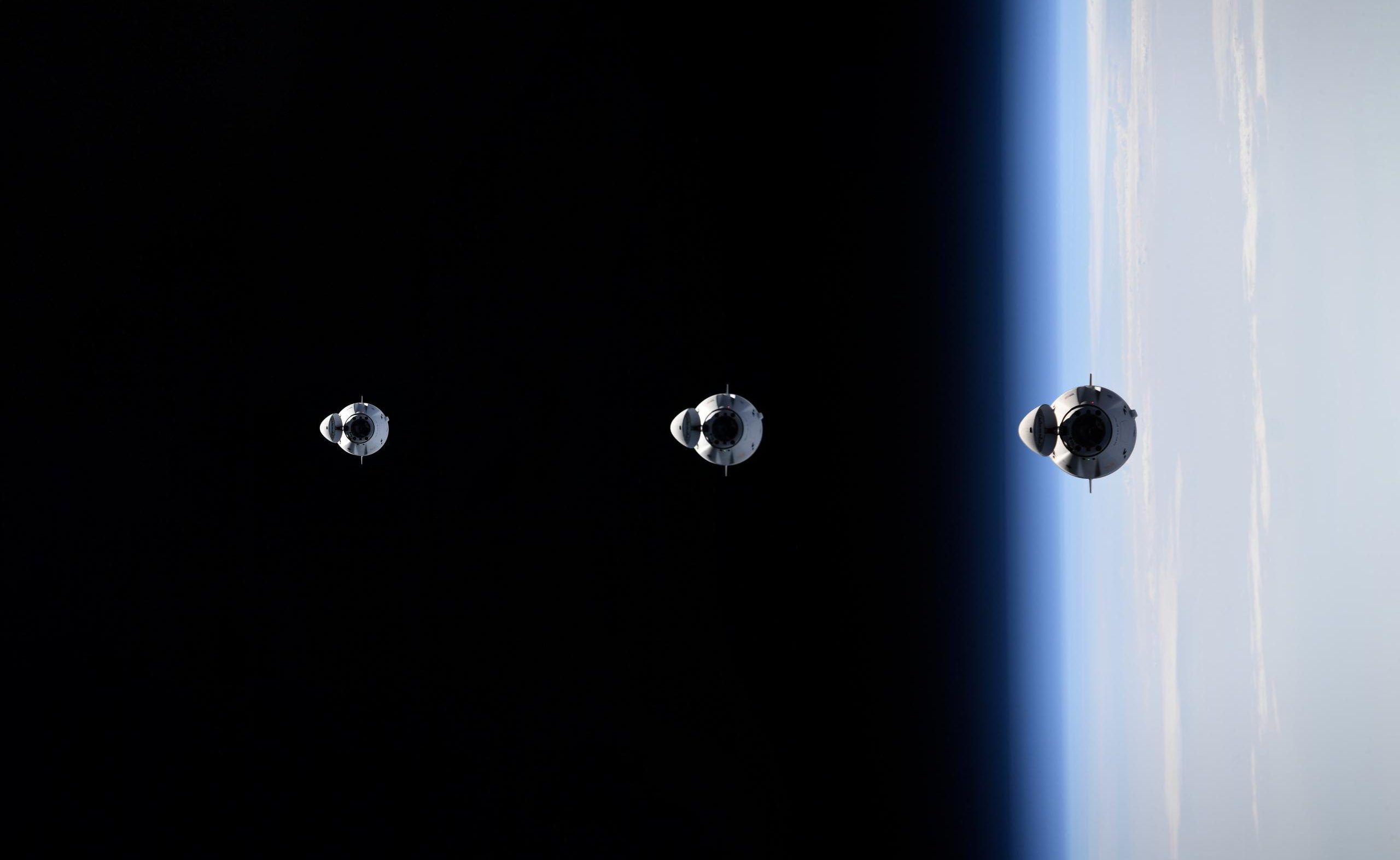 CRS-22 Cargo Dragon C209 ISS rendezvous 060521 (Thomas Pesquet – ESA) panel 1 – Copy (c)