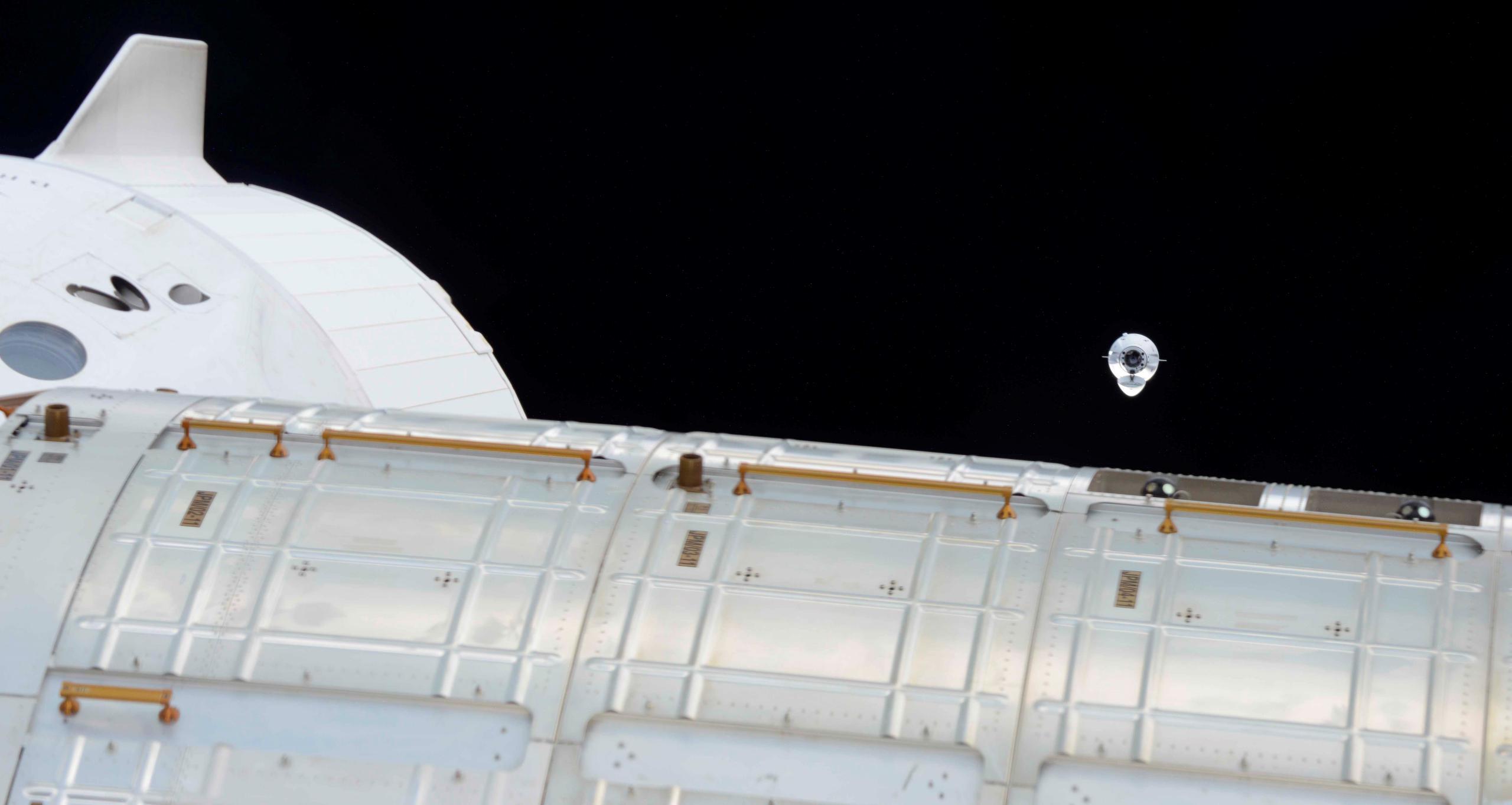 CRS-22 Cargo Dragon C209 June 2021 (Roscosmos) ISS arrival Crew-2 1 crop (c)