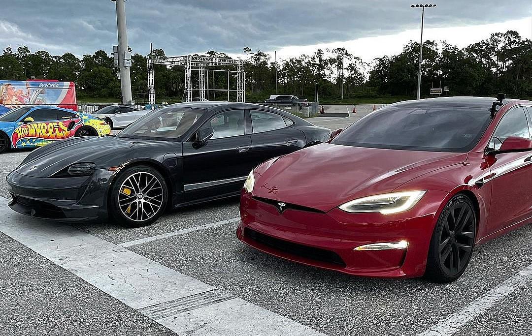 model-s-plaid-vs-taycan-turbo-s