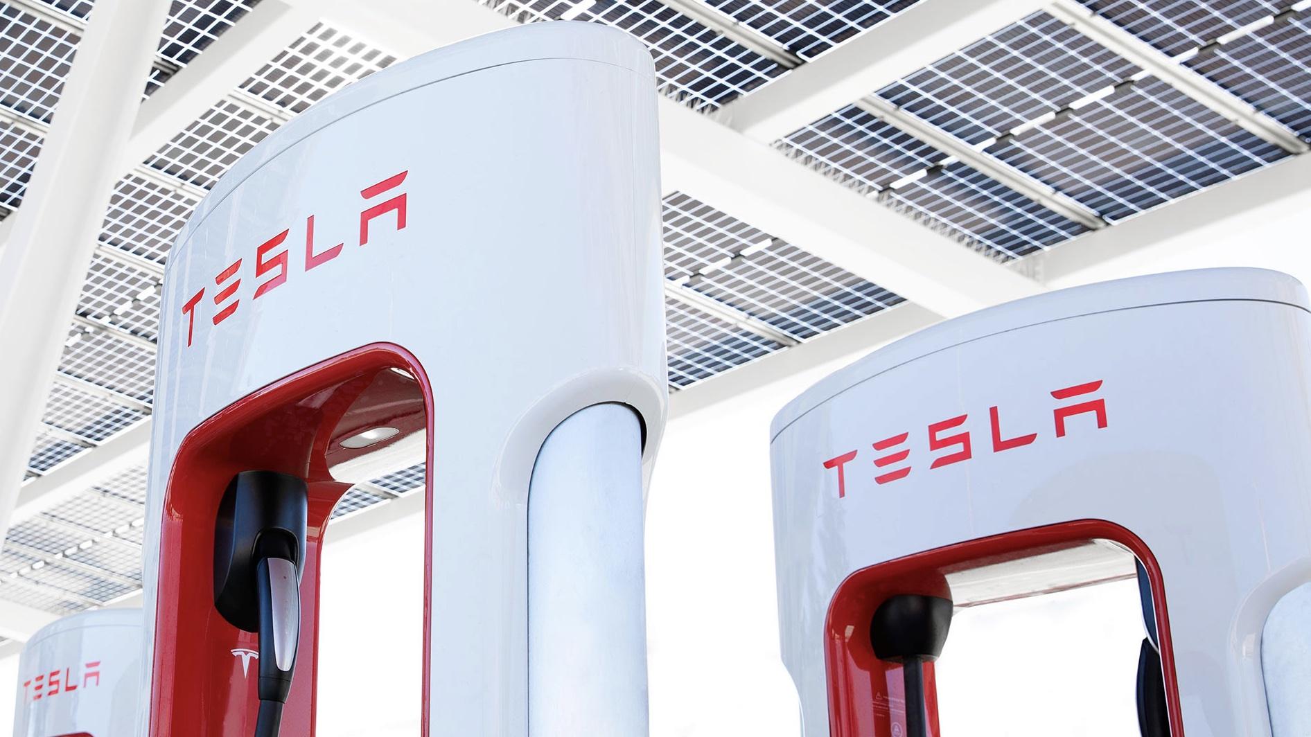 tesla-free-supercharging-for-Europe-after-floods