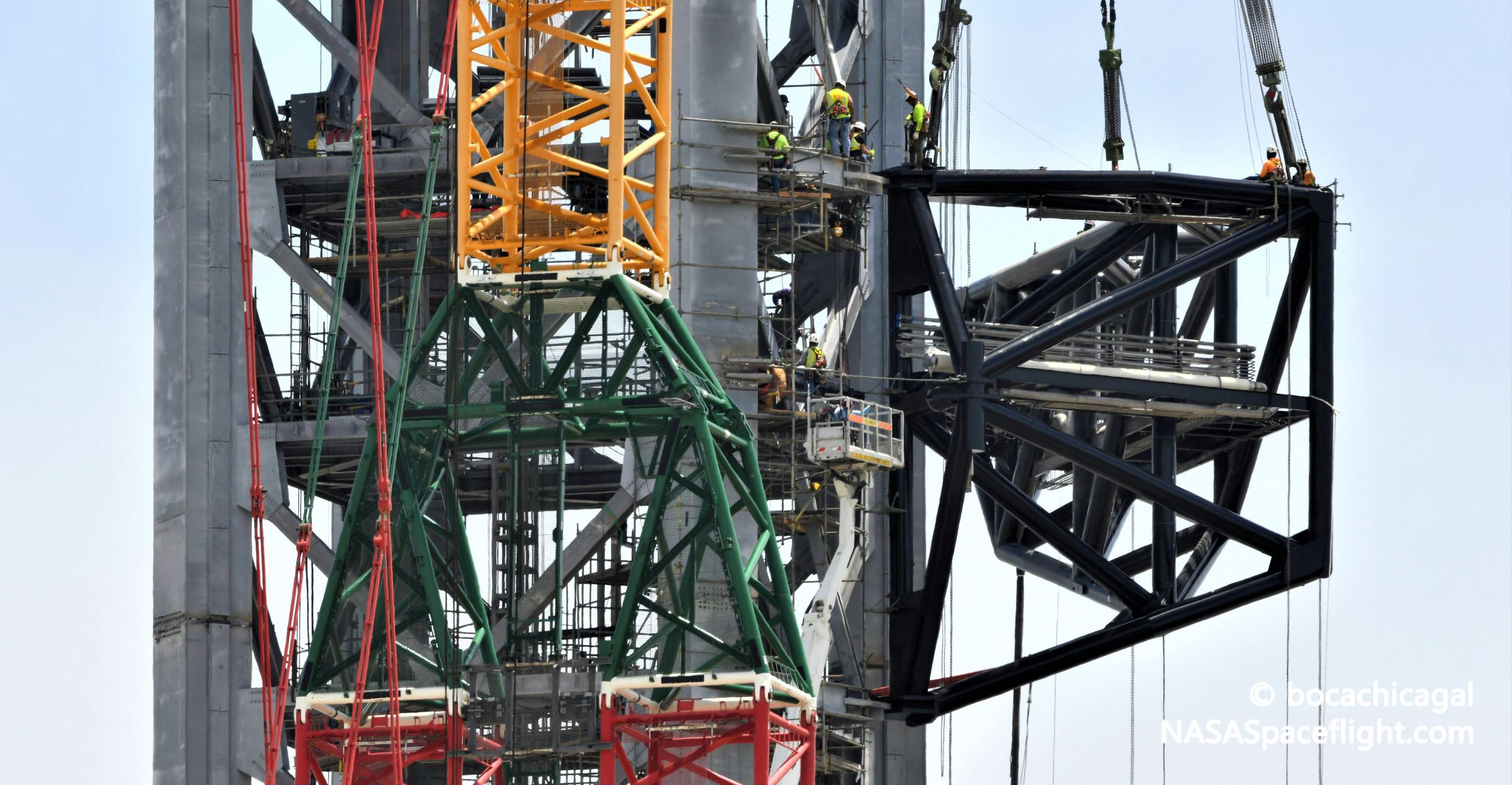 Starship Boca Chica 082921 (NASASpaceflight – bocachicagal) tower QD arm install 2 crop (c)