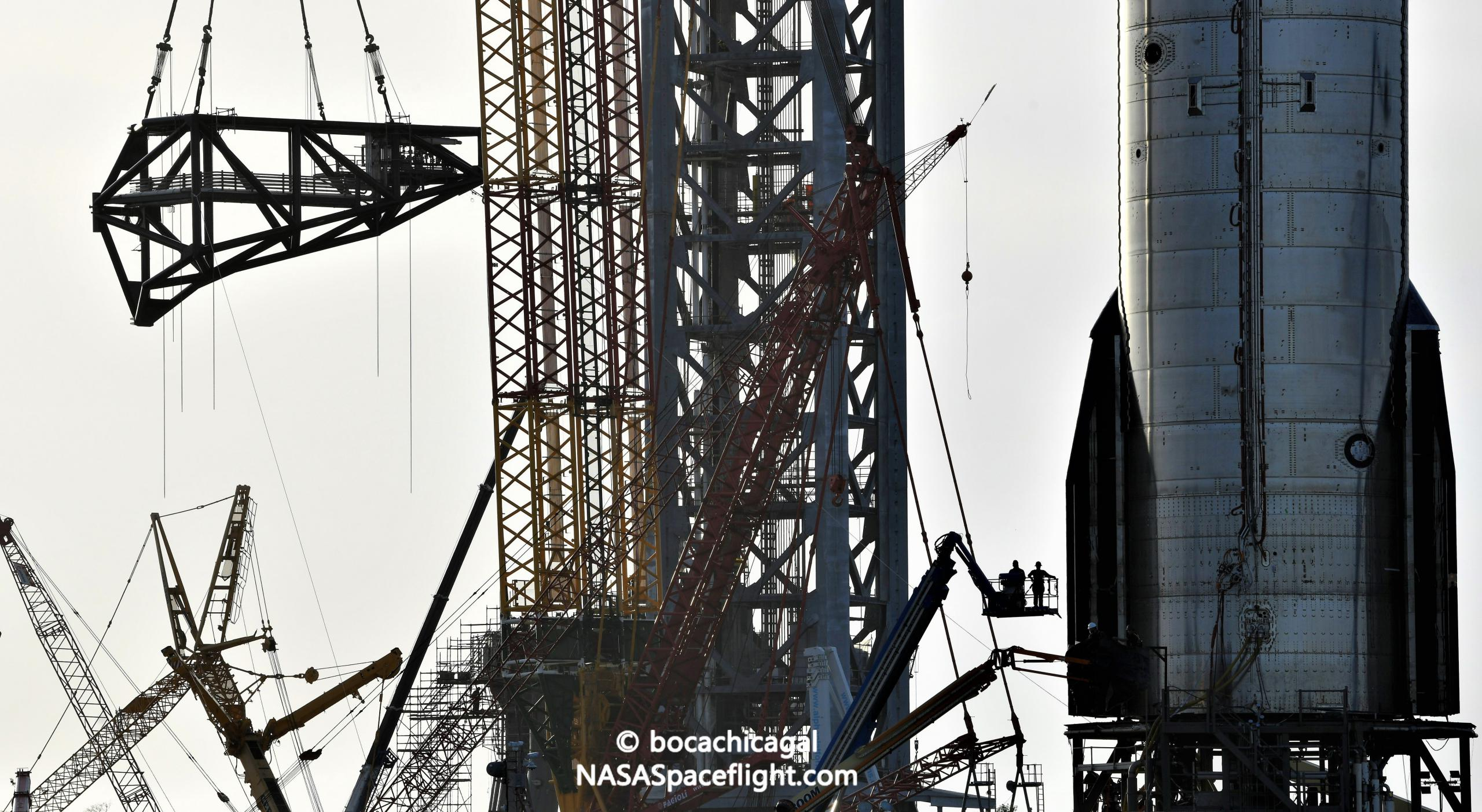 Starship Boca Chica 082921 (NASASpaceflight – bocachicagal) tower QD arm install + S20 2 crop 2 (2) (c)