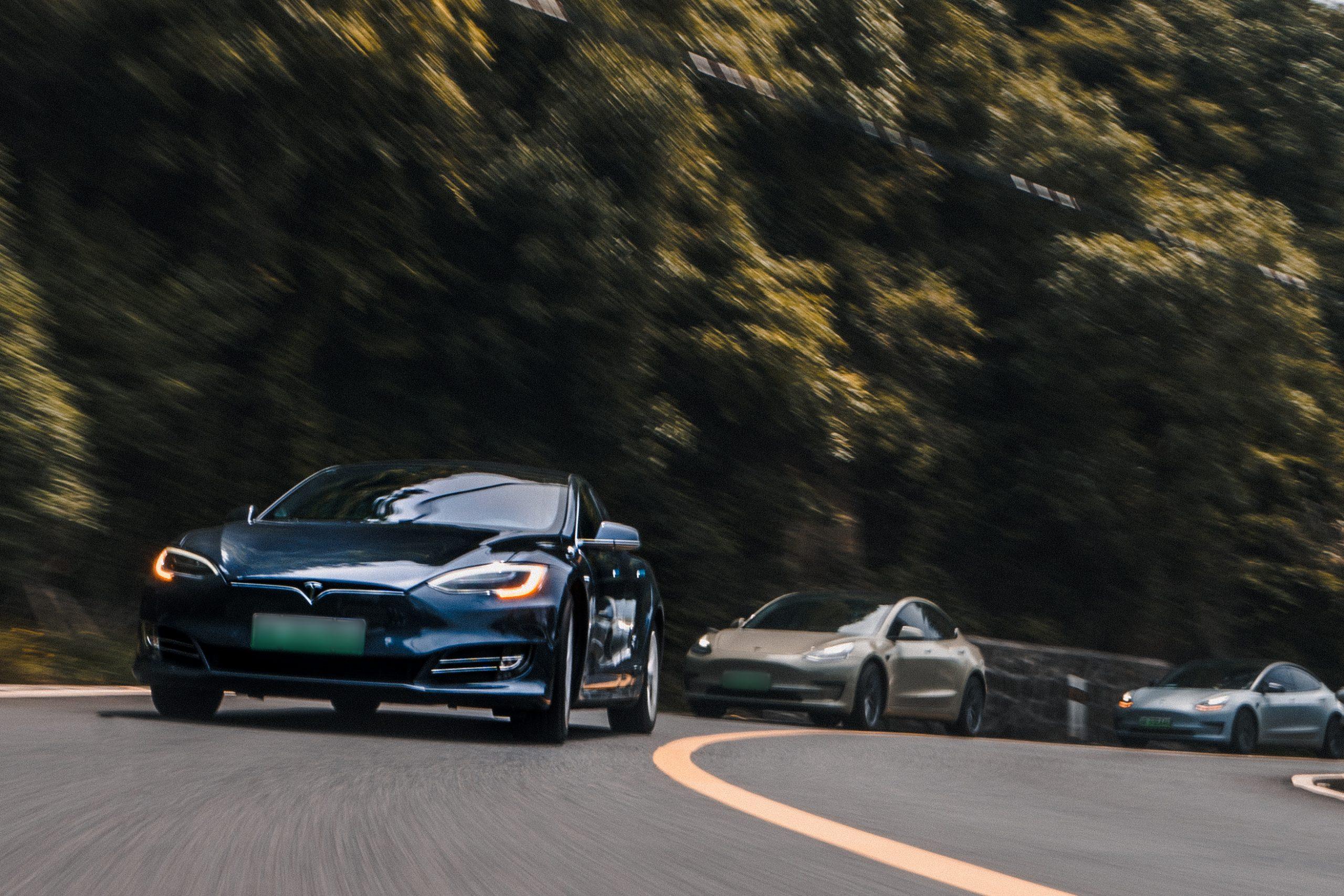Tesla-rd-center-recruitment-25k-car