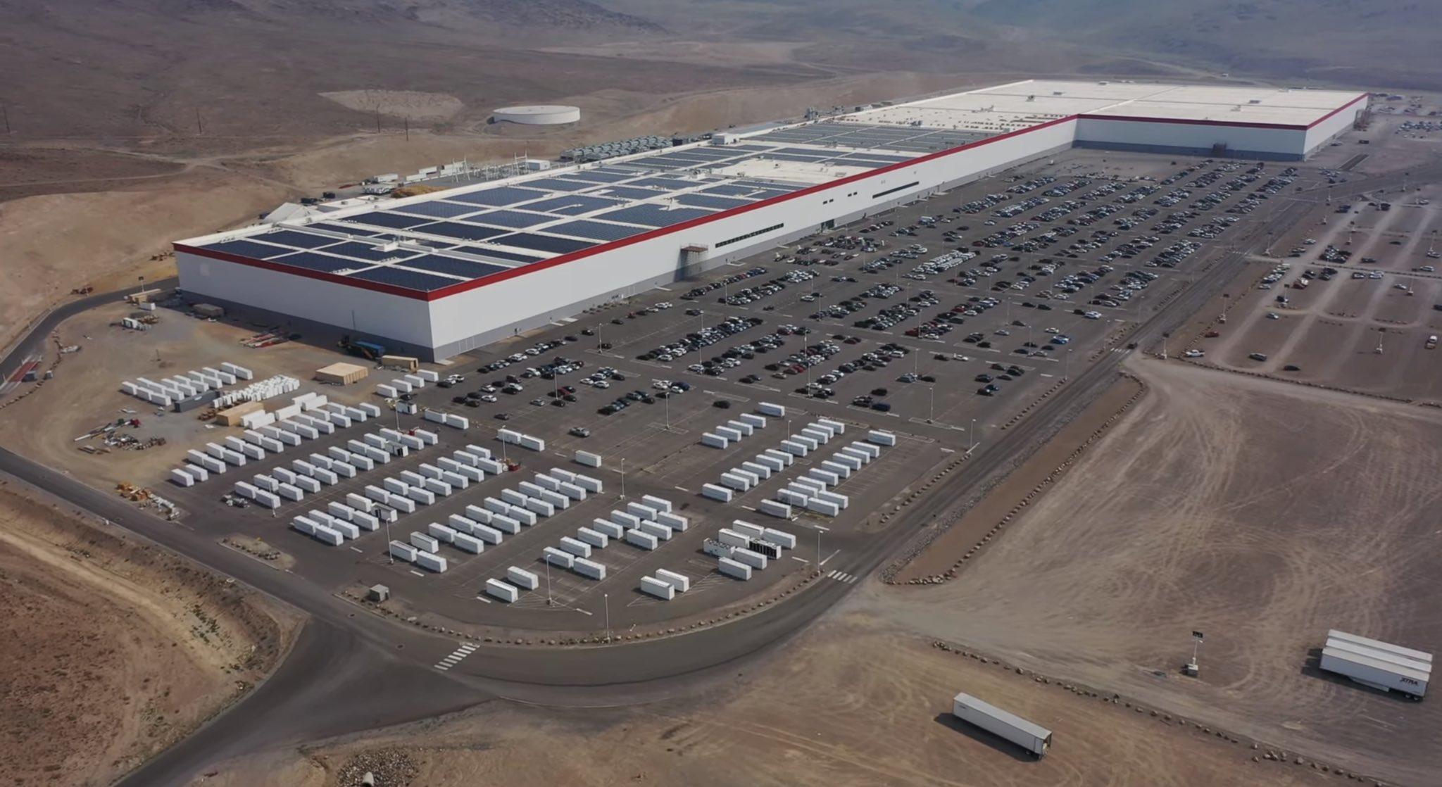 tesla-giga-nv-solar-panels