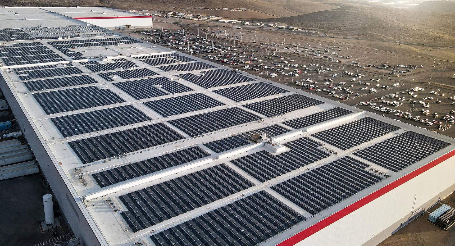 tesla-gigafactory-nevada-solar-roof