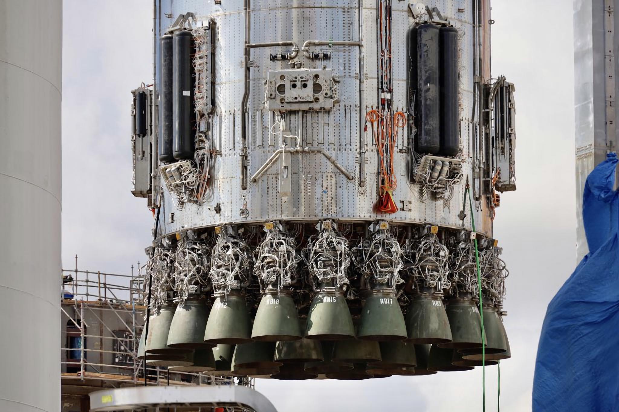 Starbase 090821 (SPadre) B4 orbital launch mount install 1 2X
