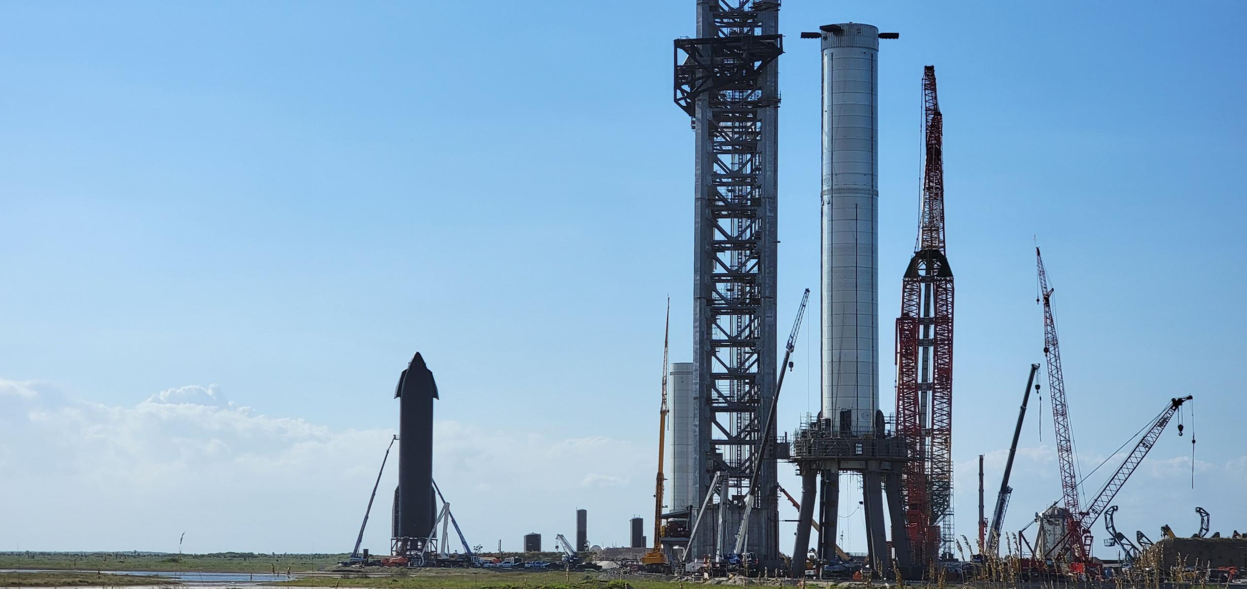 Starbase 091421 (@StarshipGazer) B4 S20 orbital tower mount 1 crop (c)