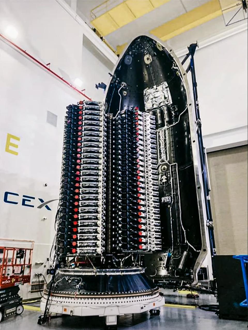Starlink 2-1 V1.5 satellite stack (SpaceX) 1 (c)