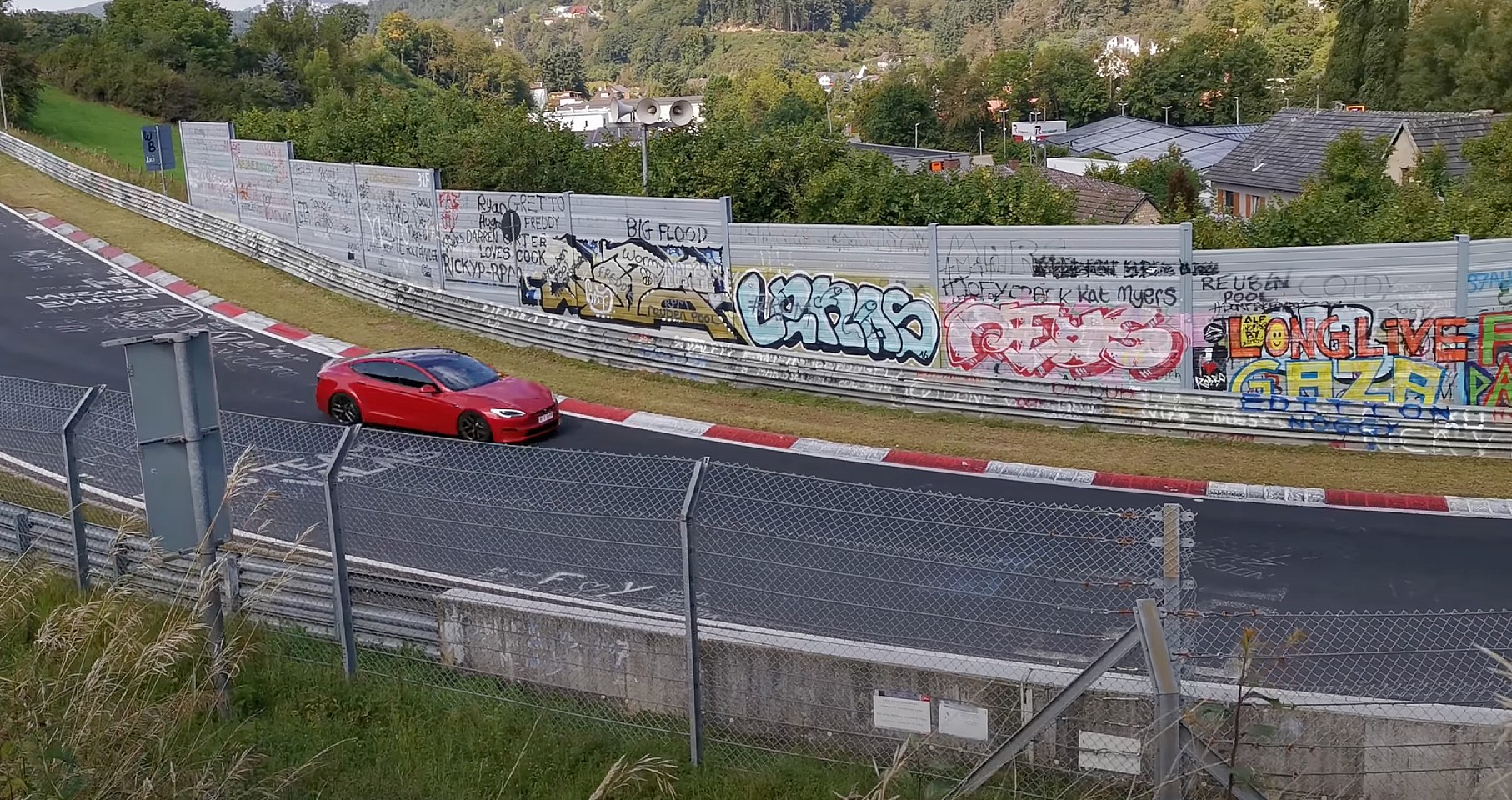 tesla-model-s-plaid-nurburgring-2a