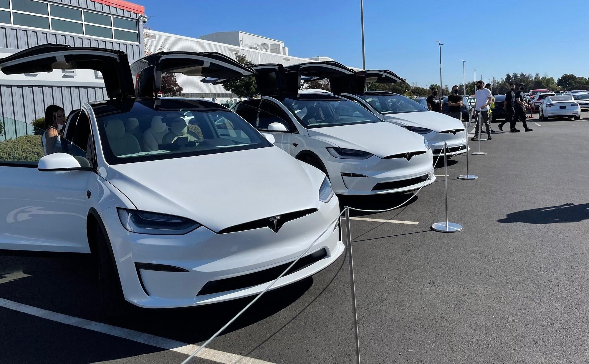 New Tesla Model X deliveries begin at Fremont, and it's better than ever - Teslarati